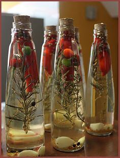 Vinagre aromatizado Olive Oil And Vinegar, Dehydrated Food, Gourmet Gifts, Vintage Bottles, Kitchen Gifts, Spice Mixes, Stuffed Hot Peppers, Kraut, Drinking Tea
