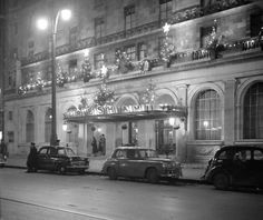 Hotel Riu Plaza The Gresham Dublin, formerly The Gresham Hotel, is a historic four-star hotel on O'Connell Street in Dublin, Ireland. It is a Dublin institution and landmark building which was refurbished in the early This photo, Christmas 1953 🎄🎄 Dublin Street, Dublin City, Old Pictures, Old Photos, Christmas Scenery, Michael Church, Images Of Ireland, Ireland Homes, Irish Celtic