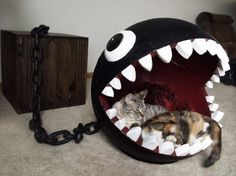 Cats Toys Ideas - This is a combination of cat bed and storage chest based on the Chain Chomp character from the Super Mario Bros. I own a cat furniture company - Ideal toys for small cats Deco Gamer, Geek Home Decor, Video Game Rooms, Video Game Decor, Video Games, Video Game Bedroom, Video Game Crafts, Ideal Toys, Owning A Cat
