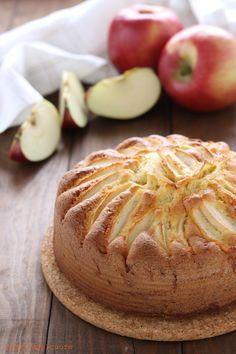 La ricetta dellaTorta di mele fuji è una di quelle che mi ricorda l'infanzia. In realtà non è mia, ma della mia mamma e sono davvero contenta di poterla