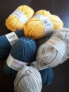 tuto couverture au crochet en granny square Plaid Crochet, Crochet Diy, Crochet Amigurumi, Patron Crochet, Granny Square, Needlework, Throw Pillows, Knitting, Pattern