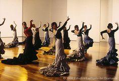 Alegrias con bata de cola from the move Flamenco. My most favorite flamenco clip