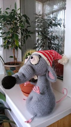 Crochet Mouse, Knit Or Crochet, Cute Crochet, Crochet Patterns Amigurumi, Crochet Dolls, Knitting Patterns, Hobbies And Crafts, Diy And Crafts, Stuffed Toys Patterns
