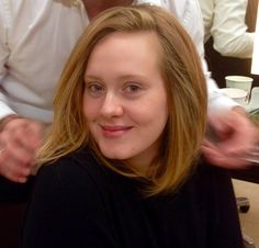 LOVE that this lady posts makeup-free regularly. Lack of ego! I also enjoy the praise she gives to other artists. Adele No Makeup, Adele Short Hair, Adele Hair, Adele Love, Adele Style, Cute Hairstyles For Short Hair, Short Hair Styles, Adele Photos, Beauty