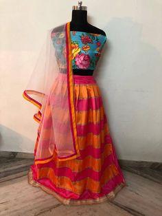 Shop Anshuka Sharma Mehndi Dresses Online with the best price. Sabyasachi Mukherjee designed Lehenga choli for Anushka Sharma mehndi function. Order Now! Lehenga Crop Top, Floral Lehenga, Lehenga Blouse, Lehenga Choli, Mehndi Function Dresses, Mehndi Dress, Mehndi Outfit, Mehendi, Lehenga Designs Latest