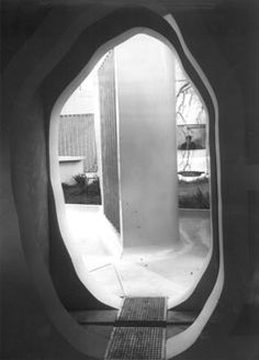 Alison and Peter Smithson: WORKS. House of the Future 1956 Entrance Alison And Peter Smithson, Stucco Siding, Kenzo Tange, Studio Mumbai, Outside Patio, Urban Setting, Mediterranean Homes, Googie, Facade House