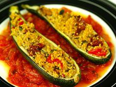 Cukinia faszerowana kaszą jaglaną w sosie pomidorowym Zucchini, Blueberry, Vegetables, Food, Meal, Essen, Vegetable Recipes, Hoods, Blueberries