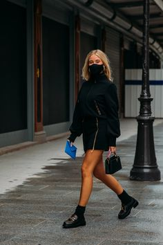 The Best Street Style From Paris Fashion Week Spring 2021 | Vogue Paris Fashion Week Street Style, Street Style Trends, Cool Street Fashion, Street Style Women, Vogue, Moda Paris, Looks Street Style, Street Style Shoes, Street Outfit