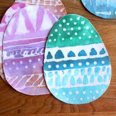 Have your kids make these Glue Batik Easter Eggs and then hide them for a Spring Break activity - Spoonful #Easter #kids