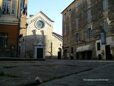Vicoli - Caruggi - di Albenga (Savona) - Fotografie - Una serie di fotografie sui caratteristici vicoli - caruggi - di Albenga (Savona) in Liguria - Italy.