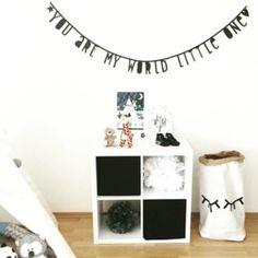 Dè letter banner geweldig voor verjaardagen, aankondigingen, liefdesverklaringen of als wanddecoratie. Tags: A Little Lovely Comapny, letterslinger, persoonlijke touch.