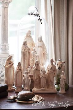 Catholic home decorations Religious Icons, Religious Art, Home Altar Catholic, Madonna, La Sainte Bible, Sainte Therese, Prayer Corner, Religion, Blessed Mother Mary
