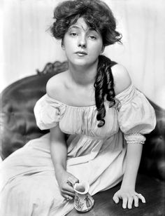 """First supermodel and Gibson Girl inspiration Evelyn Nesbit   """"The most fashionable hair color of the [Edwardian] era was a reddish chestnut brown such as the hair color of Evelyn Nesbit."""" ~ Historical Wig Styling by Allison Lowery"""