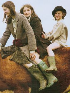 Photo of three girls in the fields of the West Country by Tim Walker scanned from the soon-to-be-released book Gypset Travel by Julia Chap. Country Farm, Town And Country, Country Life, Country Girls, Country Living, Country Style, Ireland Country, Irish Girls, Country Roads