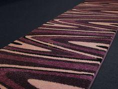 Moderní tkaný běhoun je koberec, který má široké využití. Běhouny můžete použít do kuchyní, ložnic, obývacích pokojů a hodí se také na chodby a schodiště.   Běhouny dodáváme v minimální délce 1 m a řez se provádí po 5 cm. Contemporary, Rugs, Home Decor, Farmhouse Rugs, Homemade Home Decor, Types Of Rugs, Interior Design, Home Interiors, Carpet