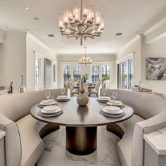 Elegant and sophisticated built in seating. Kitchen Booths, Luxury Kitchen Design, House Design, Home Interior Design, Booth Seating In Kitchen, Modern Kitchen Design, House Interior, Home, Kitchen Seating