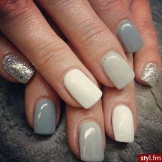 Light gray nails