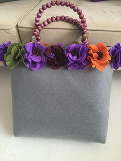 Keçe Creative Bag, Paper Purse, Unique Bags, Felt Applique, Crochet Purses, Felt Art, Embroidered Flowers, Evening Bags, Leather Purses