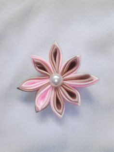 8 PF DC. Colour : Light Pink and Light Brown. Diameter 6 cm.
