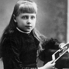 Queen Marie of Romania - childhood memories, holding a picture of her Grandmama Queen Victoria of Great Britain Princess Alice, Princess Beatrice, Prince And Princess, Romanian Royal Family, Greek Royal Family, Victoria And Albert, Queen Victoria, Spirit Photography, Christian Ix