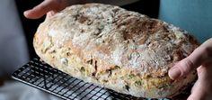 Cibuľový chlieb s medvedím cesnakom - Coolinári Banana Bread, Side Dishes, Homemade, Desserts, Basket, Brot, Tailgate Desserts, Deserts, Home Made
