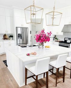 """1,466 Likes, 18 Comments - Yvonne (@beauty_decor_lifestyle) on Instagram: """"Good morning ☀️/ Stunning and bright kitchen   ? Via Pinterest #beauty_decor_lifestyle #design…"""""""