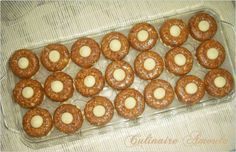 Assalamo Alaykoum, Bonjour à tous, Ma deuxième variété de gâteau marocain que j'ai préparé pour Aïd El Kebir est des nougat aux cacahuètes sur une pâte sablée parfumée à la fleur d'oranger... * Ingrédients: Nougat aux cacahuètes: - 500 g de cacahuètes... Doughnut, Sweet Treats, Muffin, Cookies, Breakfast, Caramel Apple, Apple Cakes, Cooking Recipes, Shortbread Cake