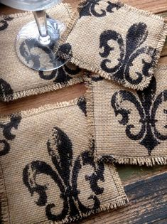 Burlap Fleur de lis fabric coasters set of 4 by on Etsy Burlap Art, Burlap Crafts, Diy Resin Crafts, Fabric Crafts, Sewing Crafts, Sewing Projects, Fabric Coasters, Diy Coasters, Alpillera Ideas