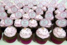 Os mini cupcakes foram servidos com espumante no noivado da Ingrid e do Renato.