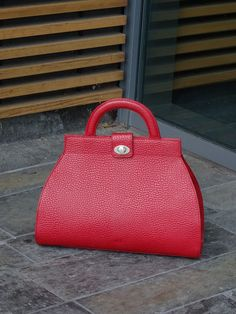 Red bag, brand name VOI