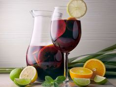 Christmas A basic sangria recipe results in a party-pleasing punch that you can easily customize to match your own tastes and unleash your culinary creativity. Best Party Sangria Recipe, Sangria Recipes, Wine Recipes, Cocktail Recipes, White Wine Sangria, Red Sangria, Best Wine For Sangria, Summer Drinks, Vegetables