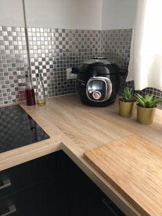 petite cuisine industrielle noire Home Appliances, Kitchen Furniture, Home, Cuisine Design, Remodel, Deco, Kitchen Remodel, Renovations, Kitchen Renovation