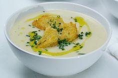 Potato and leek soup Soup Recipes, Vegetarian Recipes, Cooking Recipes, Dinner Recipes, Healthy Recipes, Mulligatawny, Best Spaghetti, Potato Leek Soup, Pumpkin Soup