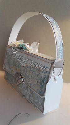 Lisens blogg: Tutorial på veskekortet mitt! Stampin Up, Decoupage, Pintura Country, Gift Bags, Decorative Boxes, Paper Crafts, Gifts, Envelopes, Scrapbooking