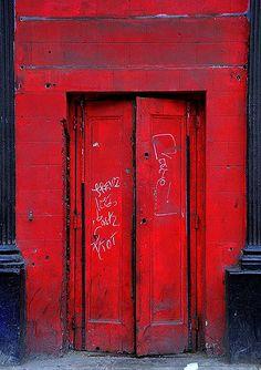 red door le rouge n'est pas ma couleur préférée mais là j'avoue que ça a un rendu très spécial