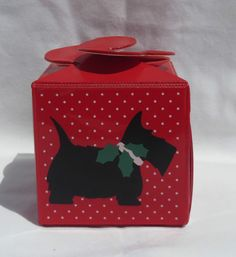 Vintage red plastic Scottie (Scottish Terrier) dog small gift box / container