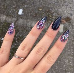 Stunning Designs for Almond Nails You Won't Resist; almond nails long or s… Stunning Designs for Almond Nails You Won't Resist; almond nails long or short; Gorgeous Nails, Love Nails, Fun Nails, Prom Nails, Fabulous Nails, Dark Nails, White Nails, Black Glitter Nails, Glittery Nails