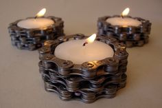 Creative home crafts DIY Upcycling Ideas with bicycle chain candle holders tea c… Kreative Heimwerker DIY Upcycling-Ideen mit Fahrradkette Kerzenhalter Teekerzen Old Bicycle, Bicycle Art, Bicycle Design, Bicycle Parts Art, Bicycle Tires, Diy Upcycling, Upcycle, Recycled Bike Parts, Bike Craft