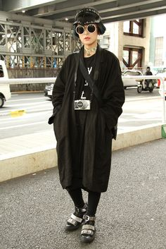They Are Wearing: Tokyo Fashion Week Fall 2015 - Fashion Trends Tokyo Street Fashion, Tokyo Street Style, Japanese Street Fashion, Japan Fashion, Look Fashion, Korean Fashion, Autumn Fashion, Paris Street, India Fashion