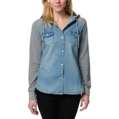 Skip the lumberjack look and go straight to street style with the Empyre Girl Sycamore shirt hoodie in a light faded denim colorway. This Empyre Girl hooded shirt features a blue denim body, a contrasting heather grey hood and sleeves, two front chest poc