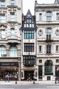 This historic pub in London's Square Mile has the narrowest front of any London pub.   #london #pub #history