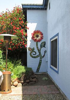 "Kim Larson Art, Mosaics + More: garden art Could be cool to make large free-standing sunflower mosaic sculptures and ""plant"" them in the yard. Mosaic Wall Art, Mosaic Glass, Mosaic Tiles, Stained Glass, Glass Art, Mosaic Crafts, Mosaic Projects, Garden Projects, Garden Crafts"