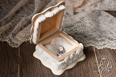Rustik box for rings. Ring pillow alternative by RusticBeachChic