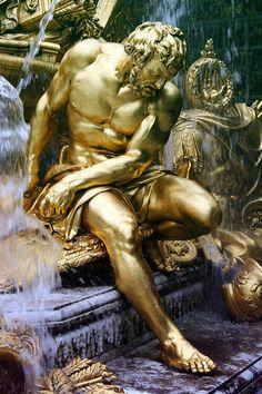 Escultura dorada de hombre(ARTE). Man Golden sculpture (ART)