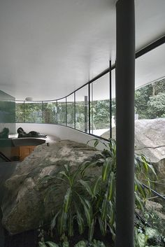 Casa das Canoas Architect: Oscar Niemeyer Niemeyers own home for the period, outside Rio de Janeiro Chinese Architecture, Architecture Office, Futuristic Architecture, Contemporary Architecture, Architecture Details, Office Buildings, Beautiful Architecture, Oscar Niemeyer, Arch Interior