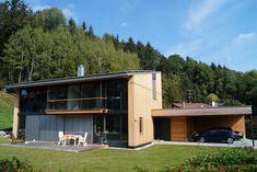 Holzhaus in Feldkirchen-Westerham • Energiesparhaus • Energiesparhaus mit Holzfassade • Pultdach • 171 qm Wohnfläche • Baujahr 2016