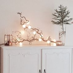 See more ideas about Christmas diy, Christmas decorations and Christmas inspiration. Christmas Interiors, Christmas Home, Christmas Crafts, Christmas Decorations, Holiday Decor, Christmas Branches, Christmas Coffee, Deco Table Noel, Diy Home Decor Projects
