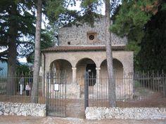 Chiesette romaniche di campagna -  San Pellegrino a Bominaco nell'aquilano