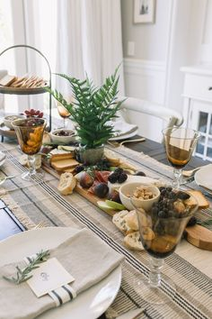 Charcuterie Picnic, Breakfast Presentation, Fall Table Settings, Brunch Table, Food Photography Tips, Food Platters, Good Enough To Eat, Decoration Table, Food Design