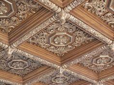 Elegant Kitchen Design, Beautiful Interior Design, Ceiling Decor, Coffered Ceiling, Bedroom False Ceiling Design, Cornice Design, Ceiling Design, Ornamental Ceilings, Modern House Colors